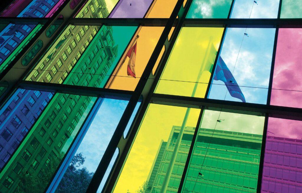 Vitres colorées du palais des congrès