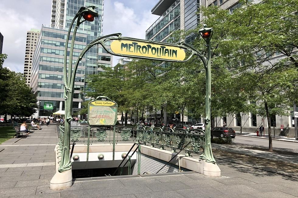 Installation du Square Victoria